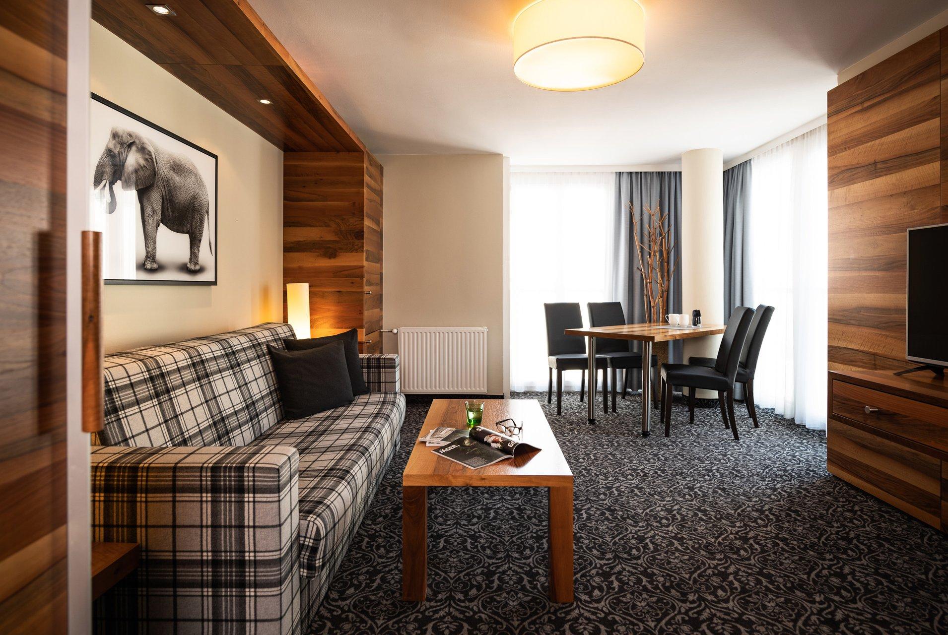 suites hotel grauer b r. Black Bedroom Furniture Sets. Home Design Ideas